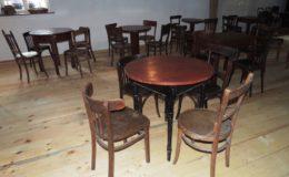 Stůl dřevěný + židle thonet